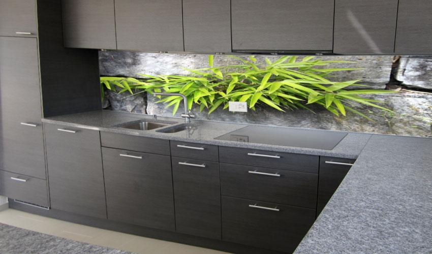 moderne k che mit gr nem bambus strahlt eine ruhe aus. Black Bedroom Furniture Sets. Home Design Ideas